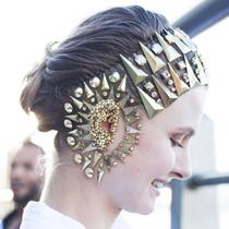 面部珠宝代替彩妆  Givenchy春夏秀场超乎你想象的华丽上演