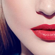 这样做让你的大红唇最美丽
