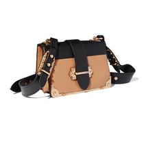 Prada全新Pionnière和Cahier手袋现已发售