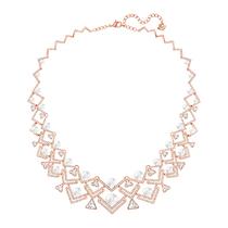 当优雅珍珠邂逅先锋金属 ——珍珠的时髦新戴法