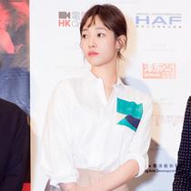 白百何 佩戴戴比尔斯钻石珠宝 亮相第40届香港国际电影节