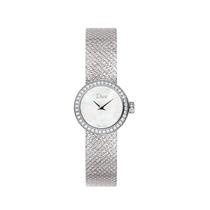 比手镯更美的配饰 是一款小表盘腕表