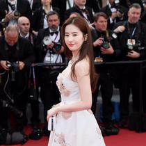 刘亦菲身着Dior迪奥高级订制礼裙现身戛纳电影节