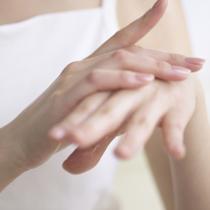 【护肤百问】指甲周围的皮肤经常长倒刺怎么办?