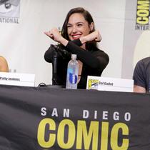 美队超人靠边站 超级英雄片里最惊艳的是她们