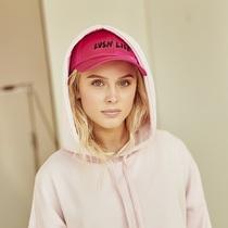 H&M携手歌坛新秀Zara Larsson推出独家合作系列