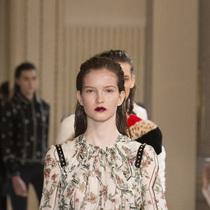 Suzy巴黎时装周:Giambattista Valli – 樱桃成熟时