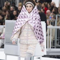 Suzy巴黎时装周:Chanel – 地面呼叫Karl少校