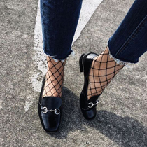 网袜+球鞋简单又时髦,还有很多人说她们不会穿