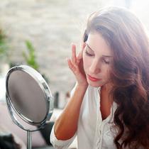 当肌肤有了这些表现 就说明你需要开始抗衰老保养了