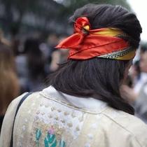 选一款有趣又时髦的发带,才不辜负这个夏天-美发