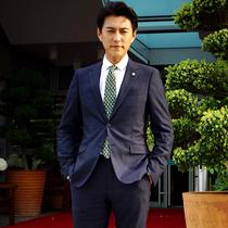 靳东身着Prada于2017年5月29日与法网协会主席会面