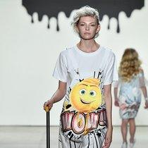Emoji搬上纽约时装周 跟设计师刘嘉一起解锁亲子新时尚