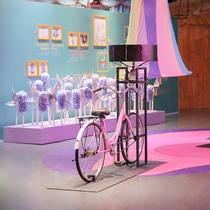 爱丽丝奇境缤纷之旅中国首展开幕,跨界艺术展营造成人童话世界-艺术
