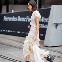 简单舒适小白裙为炎夏带增加一笔清凉-时尚街拍