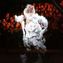 Vogue带你看个够:史上最美的时装秀场-时尚圈