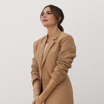 十年歷程: 維多利亞·貝克漢姆如何慶祝她在倫敦時裝周的首次亮相-時裝周報道