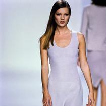 21 个 Kate Moss 在 Calvin Klein 伸展台上的经典时刻-超模档案