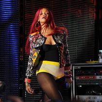 稱霸舞臺:35 個 Rihanna 用臺上造型驚艷全場的時刻-星秀場