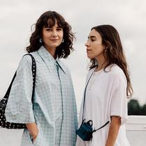 哥本哈根時裝周直擊:連衣裙與復古運動鞋的絕佳搭檔-風格示范