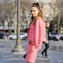 減齡的粉色外套,顯嫩又有甜美范!-時尚街拍