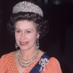 女王伊丽莎白二世的王室珠宝典藏
