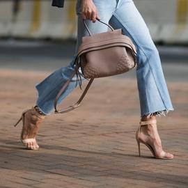 """裸色鞋VS黑色鞋 女人一生都在寻找一双""""万能鞋"""""""