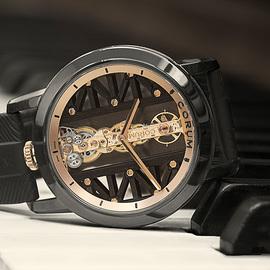 深邃優雅 驚艷回歸 CORUM昆侖表隆重推出全新DLC涂層鈦金屬金橋腕表