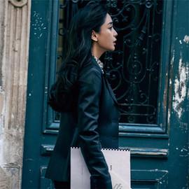 Angelababy演绎《巴黎奇遇》:陌生街头的柳暗花明
