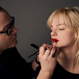 时尚界最受青睐的化妆师推荐——34种全球最佳支付宝小号出售美容产品
