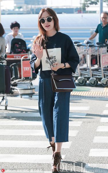 度假季 韩国女星教你玩转机场时尚