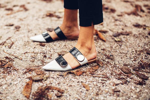 穿對一雙尖頭平底鞋 氣場大過高跟鞋