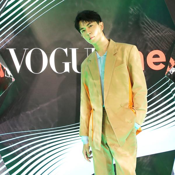 """于朦胧与Vogue Me""""酷枇杷""""一同现身深圳"""
