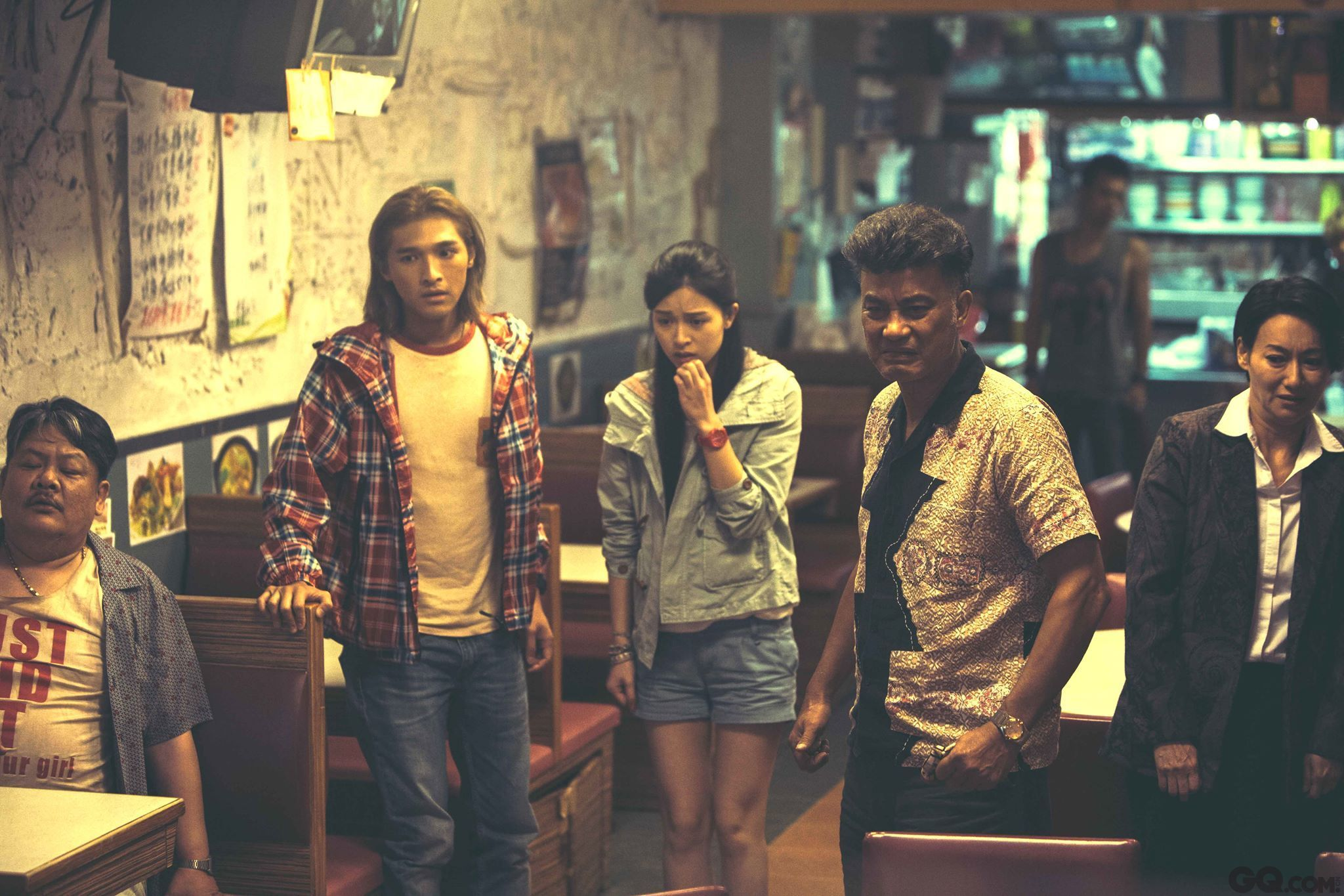 """与此同时,今年获得最佳电影、最佳导演、最佳编剧、最佳男女配角等多项提名的香港电影《那夜凌晨,我坐上了旺角开往大埔的红VAN》,最终只抱归""""最佳原创电影音乐""""奖。关于香港电影前路如何走,金像奖影星们各有说法。"""