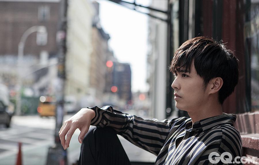 据悉,由徐开骋领衔主演的奇幻爱情剧《无法拥抱的你》正在热播中。
