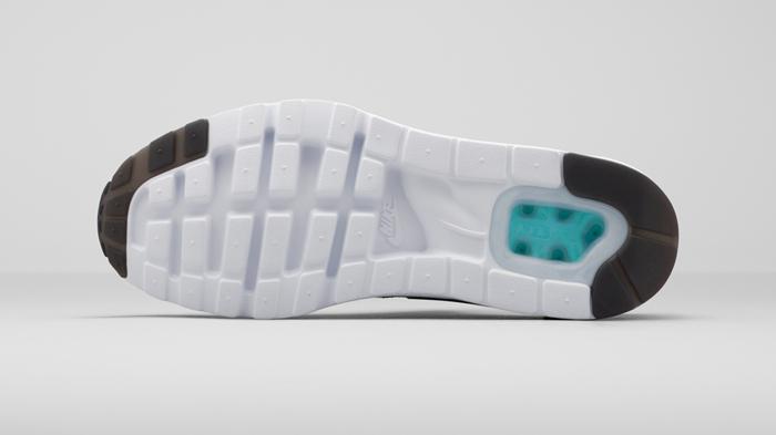 """""""我想把中底做的更小,在最需要支撑的地方突起,在不需要的地方回落,""""哈克菲尔德记得。     他将鞋面设计得舒适合脚,没有鞋尖包边的鞋面,借鉴了1985年推出的Nike Sock Racer的设计。设计草图上还包括一个不含脚跟稳定器的外部鞋跟环形护带。直到1991年推出Nike Air Huarache,这一设计理念才为人所见。"""