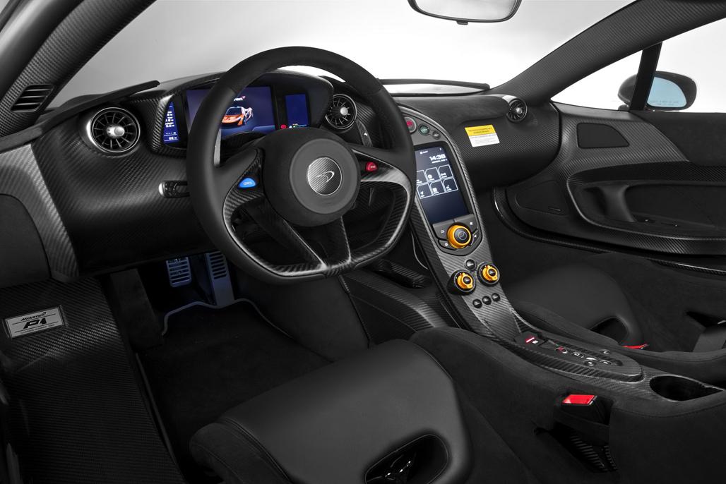 法拉利LaFerrari、保时捷918、迈凯轮P1,近年刷爆社交屏幕的新时代超级跑车三杰组合,恐怕要因为迈凯伦P1的量产结束,而提前解散。三台跑车究竟谁更强的争论仍将继续,但作为世界首款混合动力超跑,P1易经被写进史册。