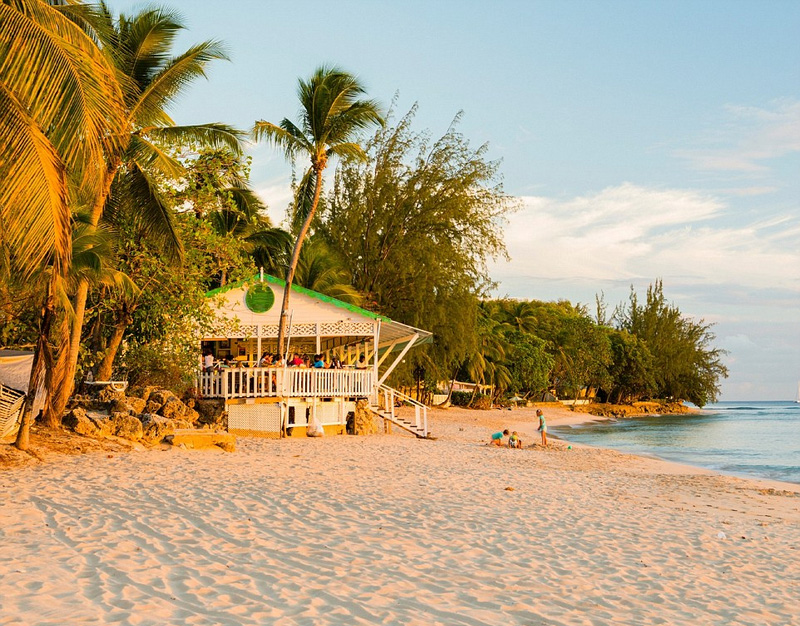 十一月,趁着人潮未至,酷爱日光浴的驴友们可以到巴巴多斯岛(如图)、波多黎各和英属维尔京群岛享受年末的温暖时光。这个月份也适合到拉贾斯坦邦和金三角游玩,或者深入危地马拉,接触神秘的玛雅文明。