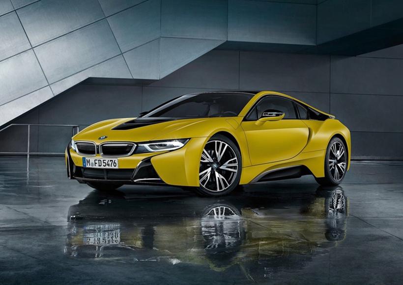 宝马i8推出的质子磨砂黄特别版车型,采用了具备高反射特性的Protonic车漆,并且选用特殊的黄色,给i8家族又增添了一抹色彩。