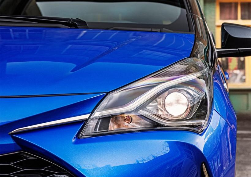 外观方面,相比现款欧版车型,新款YARIS针对多处细节位置进行了调整,进气格栅的尺寸进一步增大,搭配全新样式的前保险杠,视觉上显得更加运动。