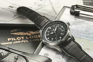 """空中飞人的""""手提行李"""" 世界时间腕表"""