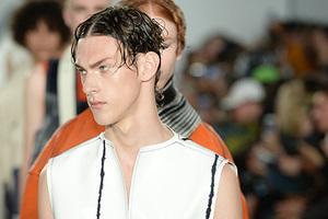 《智族GQ》携新锐设计师亮相伦敦男装周