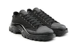 丑鞋子的时髦