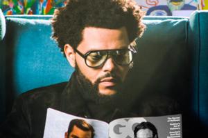 封面视频   威肯 (The Weeknd) 手不释卷地阅览 GQ,直至灯光全都熄灭