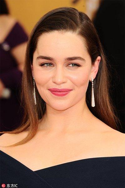 跟明星学耳饰搭配 长条耳环完美修饰脸型